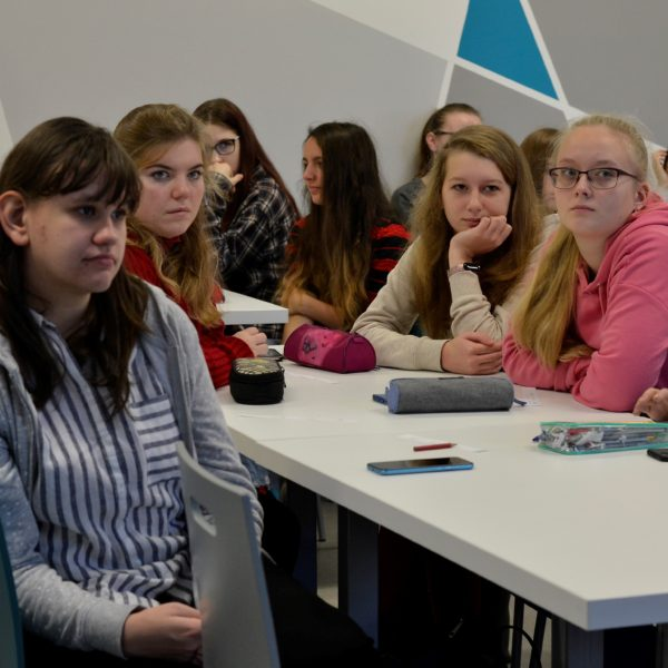 Diskuze ve školách pokračovaly s techniky a zdravotníky